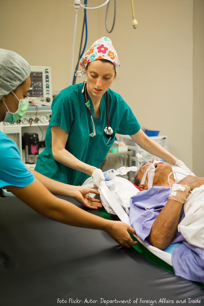 Kathryn Rezeltsky West a register in training moves a patient af